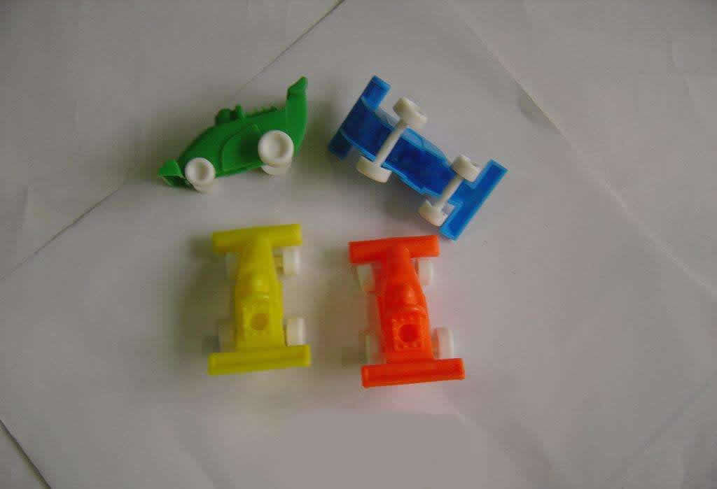 Cute 4 Colors Birthday Candle Holders Racing Shaped For Cake Decorative